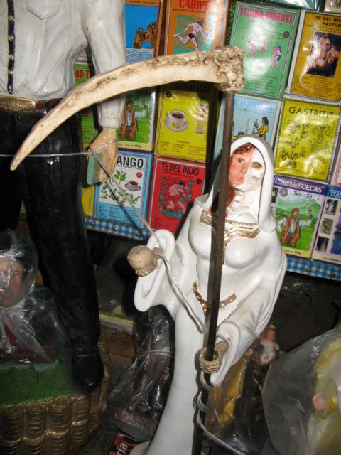 Aanta Muerte - half face, half skull